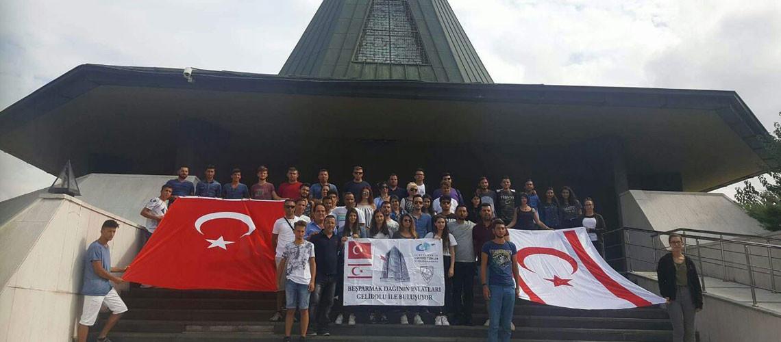 KKTC   Rauf Denktaş düşüncelerini yaşatma derneği yöneticileri,Anıtmezar'ı ziyaret ederek,şükranlarını sundular.